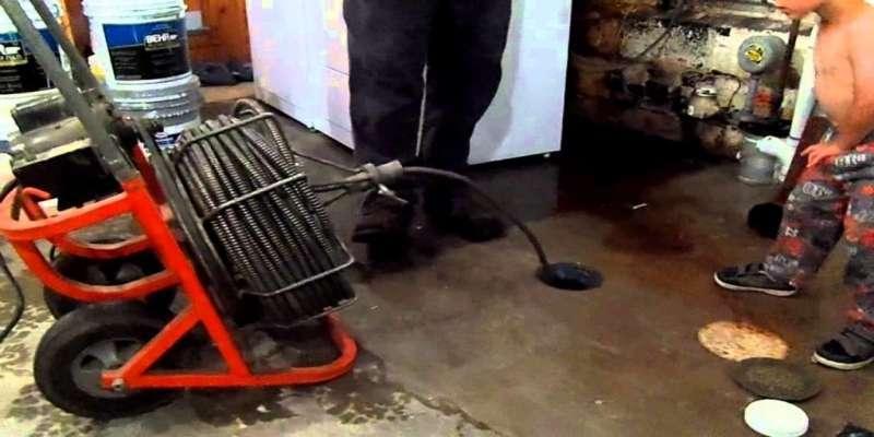 Máquina de desentupir esgoto